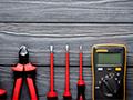 Dieses Bild zeigt Isoliertes Werkzeug für Arbeiten an Elektrofahrzeugen